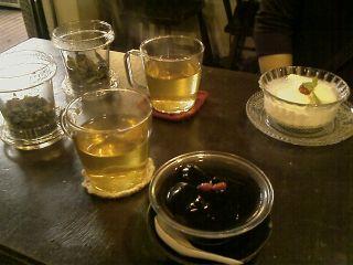甜蜜蜜で亀ゼリーと杏仁豆腐